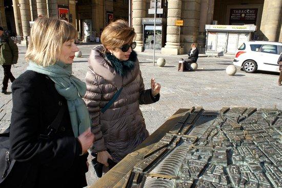 Guided Florence Tours : In Piazza Repubblica, per capire come si è evoluta la città