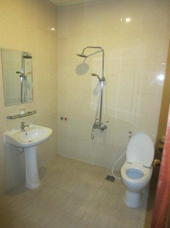 G Eleven Hotel: Bathroom