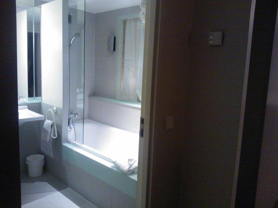 Quality Only Suites CDG Airport: la salle de bain