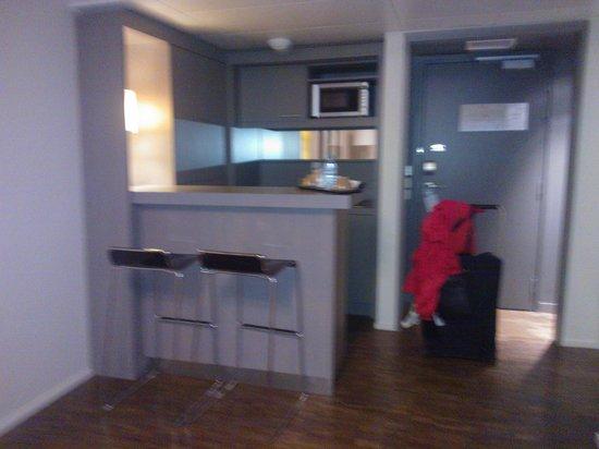 Quality Only Suites CDG Airport: la petite cuisine