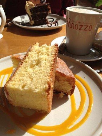 The Garlic Farm Cafe: lovely lemon drizzle cake