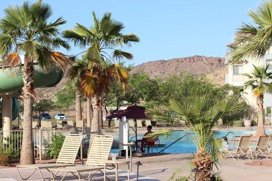 Cibola Vista: at the pool