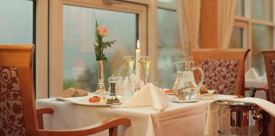 Hotel Union Geiranger: Dining area with view of Geirangerfjord
