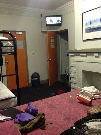 The Emperor's Crown Hostel: From the bed looking towards the door (bathroom door open under TV)