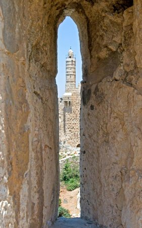 Israel Travel Company - Private Guide Day Tours : Looking through the old walls of Jersualem