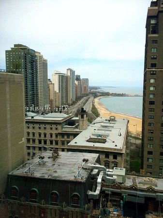 The Westin Michigan Avenue Chicago : day view from room north up lake shore drive