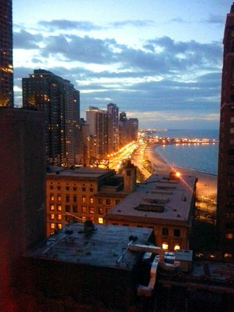 The Westin Michigan Avenue Chicago: evening view from room north up lake shore drive