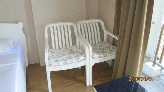 Watana Mansion: 部屋のソファーの代わりにこんな椅子が有りました