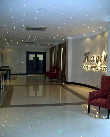 Safari Lodge Hotel & Convention Centre: Lobby