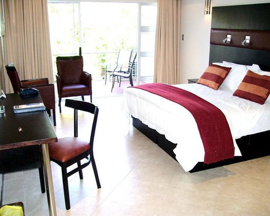 Safari Lodge Hotel & Convention Centre : Guest Room