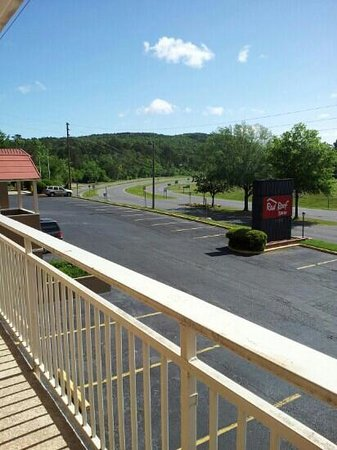Red Roof Inn Hot Springs: View of Street/Highway from Room (2nd floor)