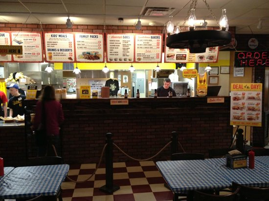 Dickey's Barbecue Pit : Dickeys dining room Green Bay