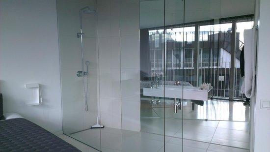 STAY Copenhagen: Ensuite bathroom for main bedroom