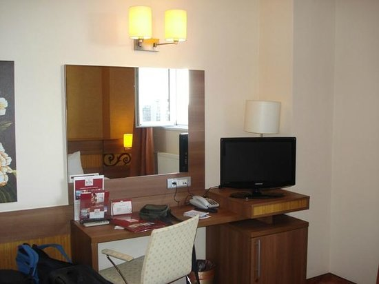 RIN Central Hotel Bucharest: Room