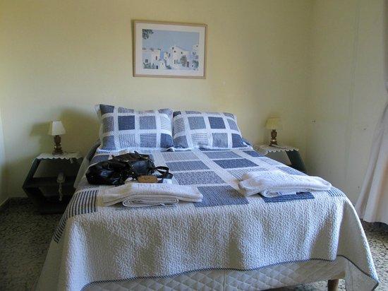 Hotel Viola: Cóoda cama