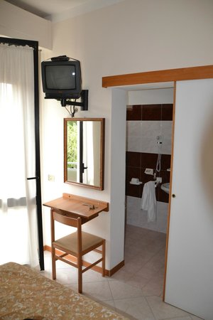 Hotel Marystella : camera con tv datato