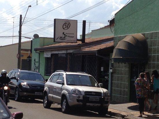 Pirassununga, SP: Fachada do restaurante (vista parcial)