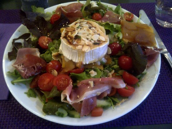 Cocoon: Delicious Goat's Cheese Salad