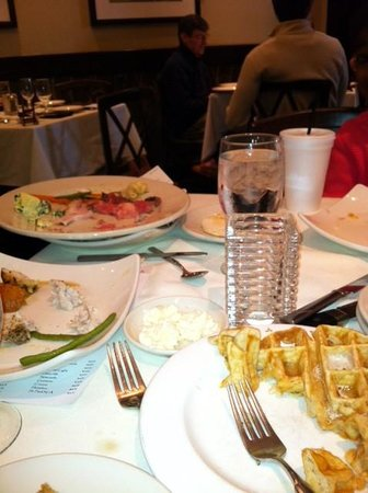 Opus 9 Steakhouse : Plates piling up