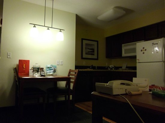 Residence Inn Deptford: Desk & Kitchen area