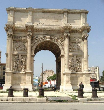 Arc de Triomphe ( Porte d'Aix )