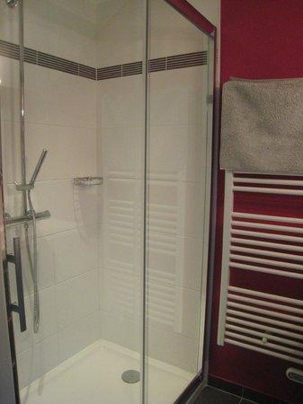 La Maison Flamen : La salle de bain de la chambre