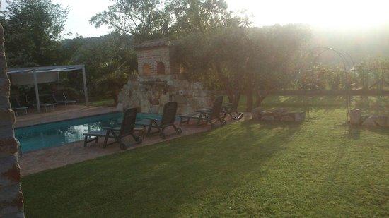 Borgo Fontanile: La piscina