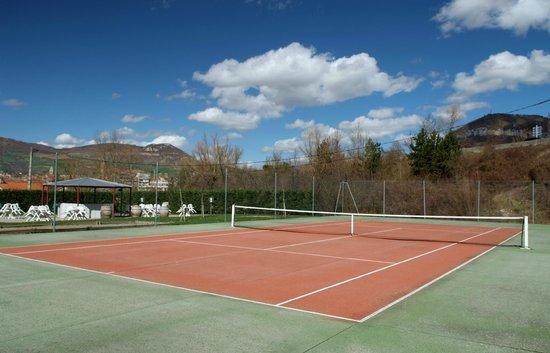 Millau Hotel Club: Terrain de Tennis de Millau Hôtel Club