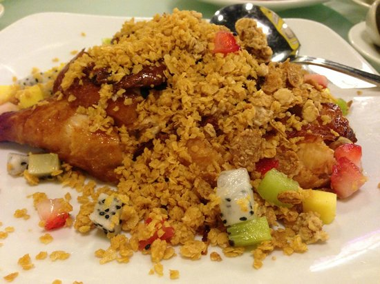 Imperial Restaurant: Roast chicken goes nice with the sauce.