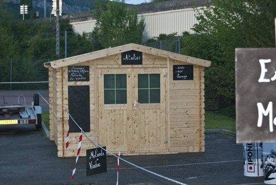 """Millau Hotel Club: Abris motos """"certifié sympa"""", local pour sécher vos affaires, point air-eau pour les motos"""