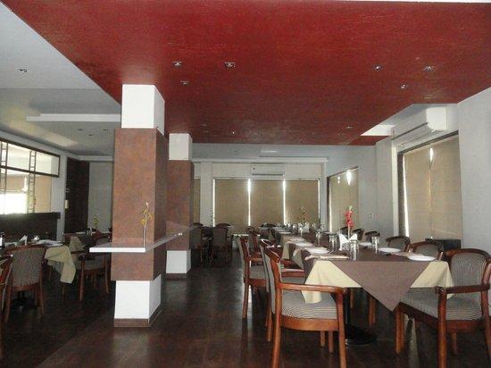 Green Valley Resort: Restaurant