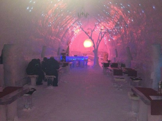 Ice Hotel Romania: Dining room and bar