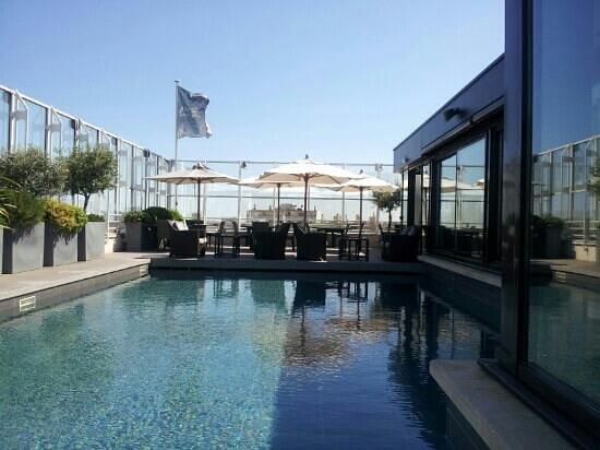 piscine hotel pullman antigone photo de les bains de. Black Bedroom Furniture Sets. Home Design Ideas
