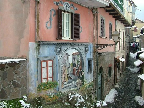 Touring in Rome : murales