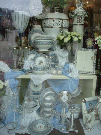 Nová Louka : Negocio de venta de porcelana