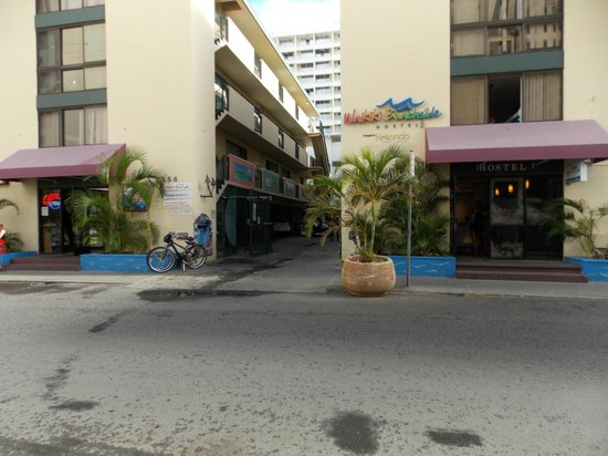 Waikiki Beachside Hostel: Beachside 2