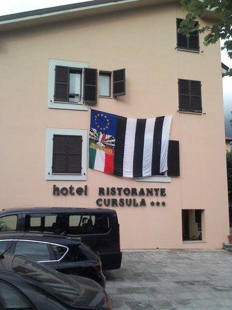 Hotel Cursula: xchè qnd si ha nel cuore la storia di 1 grande amore nn importa se ti limitano la visuale x un g