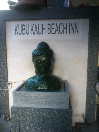 Kubu Kauh Beach Inn Legian: Entrance
