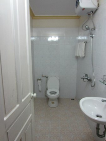 Nature Homestay : A very clean bathroom