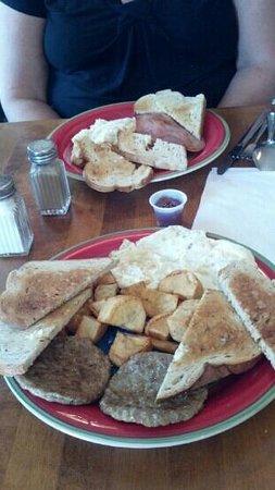Suds n Subs: Fabulous eggs!  Wonderful rye toast too