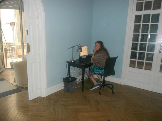 Hostel Duo: Communal computer