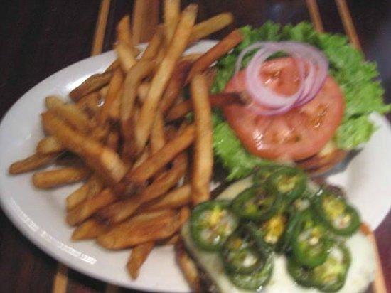 Black Rose Pub: 3 Pepper burger
