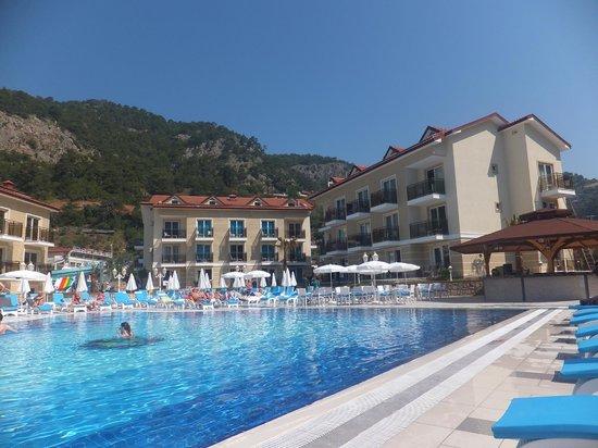 Marcan Resort Hotel: Pool and Pool Bar Area