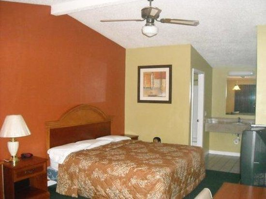 Tropicana Motel: Bedroom