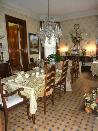 Central Park Bed and Breakfast: part of the Dining Room