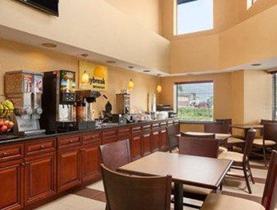 Days Inn Geneva Finger Lakes: Breakfast Area