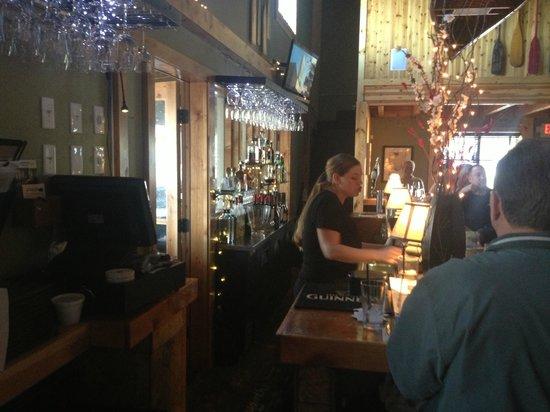 Canoe Club Wine Bar: Middle Bar