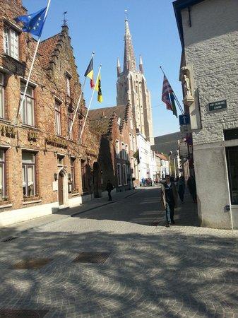 Lut Bullen's Bed and Breakfast: Prachtige middeleeuwse sfeer en schone straten!