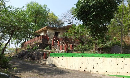 Maithan Tourist Lodge: Maanager quarter - in a dilapidated condition