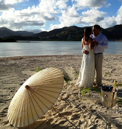 Surfsong Villa Resort : Romantic beach weddings at Surfsong